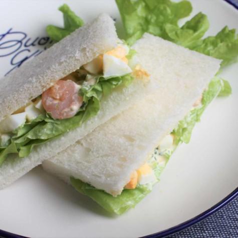 えび卵ブロッコリーのサンドイッチ