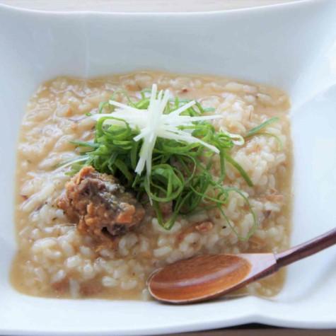 鯖の味噌煮缶と生姜の粥