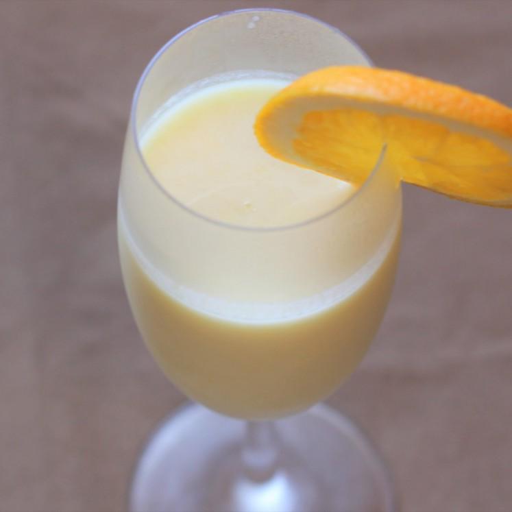 パイナップルとオレンジのヨーグルトスムージー