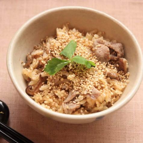 ウーロン茶で炊く豚肉と干しシイタケの炊き込みご飯