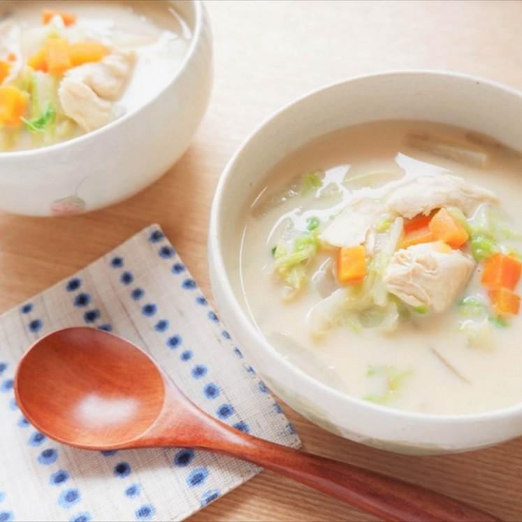 ささみと野菜の豆乳スープ
