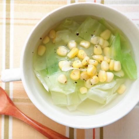キャベツとコーンのコンソメスープ