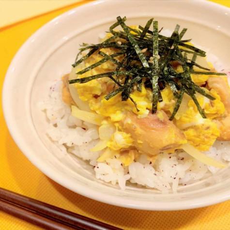 サバ味噌煮缶de卵とじ丼