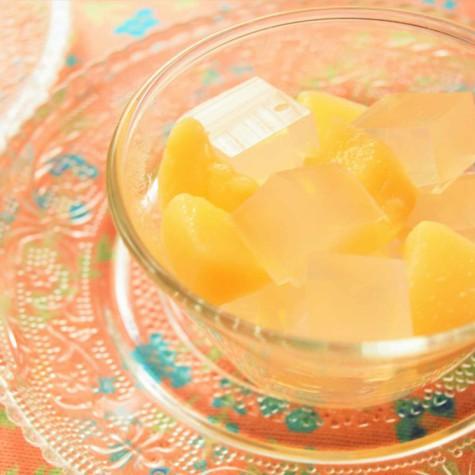 梅酒と桃の寒天ゼリー