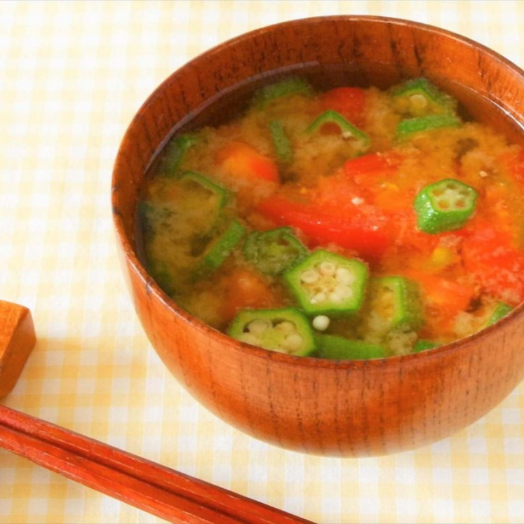 トマトとオクラの味噌汁