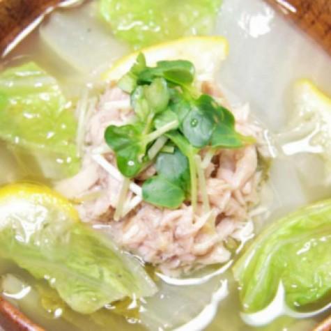 白菜とゆずのツナ缶味噌汁