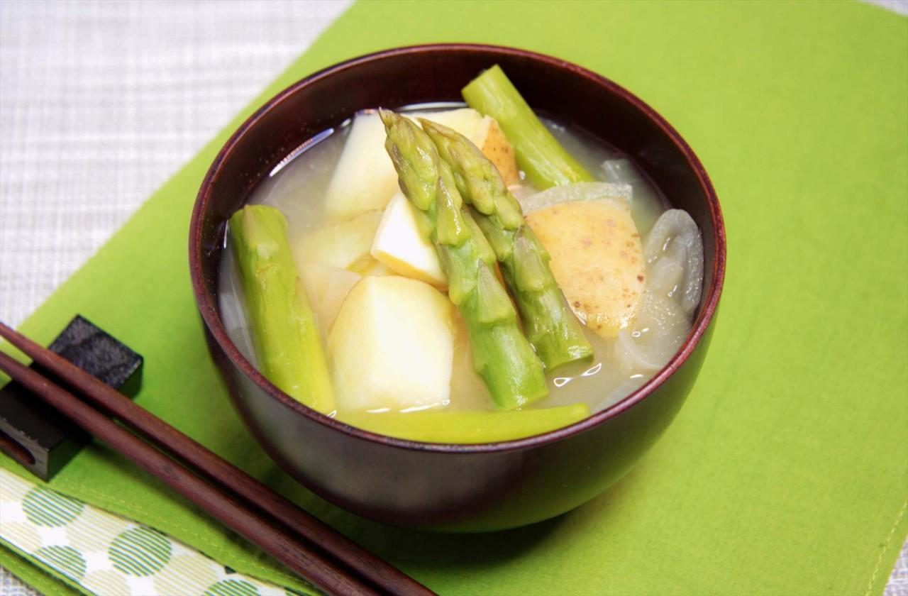 春野菜のじゃがバター風味噌汁の作り方   管理栄養士が解説