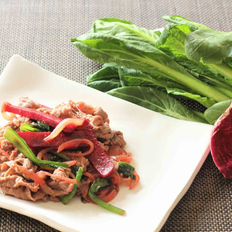牛肉とビーツ、小松菜のアジアン炒め