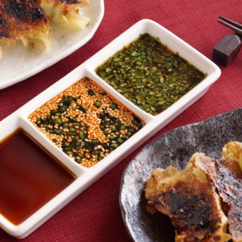 焼き餃子と3種のタレ